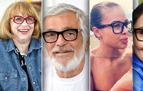 11 obrýlených celebrit: Kdo je slepý jako patrona a kdo je nosí pro krásu?