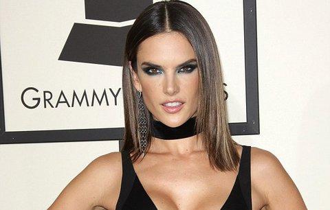 Zahoďte podprsenky, hvězdy na Grammy ukázaly, že už nejsou potřeba