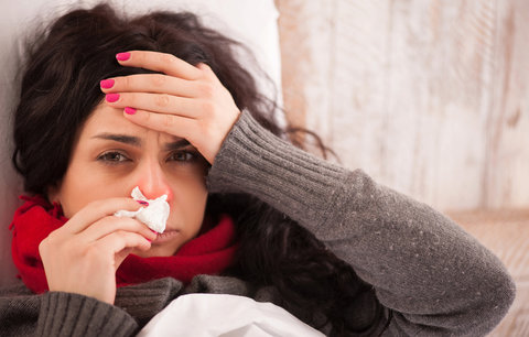 Nejlepší babské rady na bolest v krku: Vyzkoušejte domácí antibiotika nebo tvaroh!