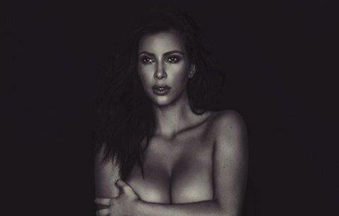 Celebrity na síti: Nahá Kim Kardashian a Elizabeth Hurley po probuzení