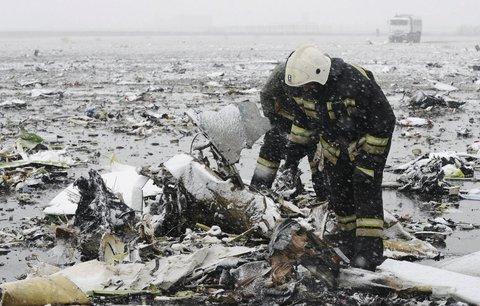 V Rusku se při přistání zřítil boeing z Dubaje: V ohnivém pekle uhořelo 62 lidí