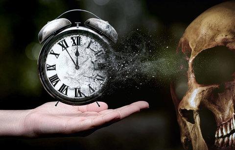 """Vědci sestavují """"hodiny"""" smrti: Prozradí datum vašeho úmrtí"""
