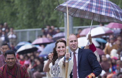 Vévodkyně Kate zkoušela střílet z luku: Vilém Tell z ní asi nebude