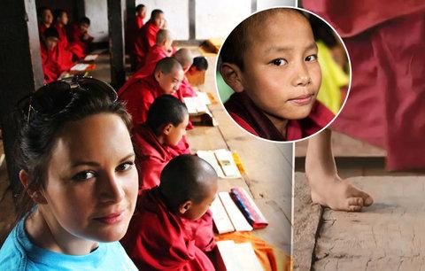 Malý postižený mnich chce do Česka. Čvančarová a UNICEF prosí o vaši pomoc