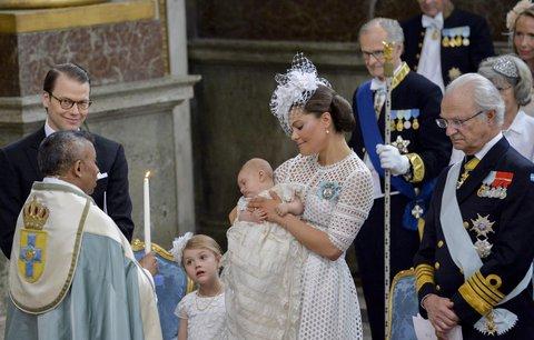 Ve Švédsku pokřtili malého prince: Tříměsíční miminko k údivu všech obřad prospalo