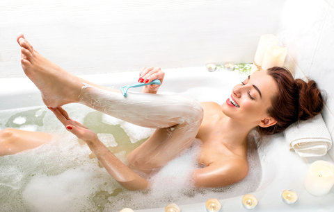 Odhalte nohy: Jak se zbavit chloupků nejlevněji a na co nejdelší dobu