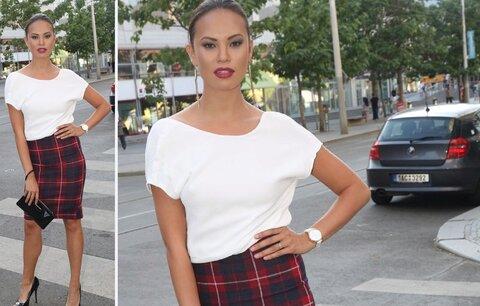 Styl podle celebrit: Jak nosit kostkovanou pouzdrovou sukni?