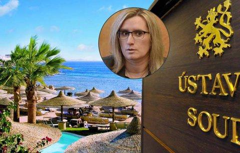 Plné odškodnění dovolenkářů: Pojišťovny zuří, státu se soudní tahanice prodraží