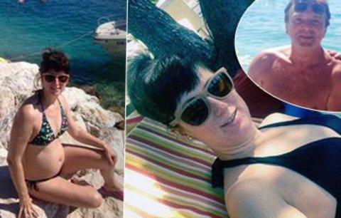 Trávníčkova manželka po dvou potratech: Pochlubila se těhotenským bříškem v plavkách!