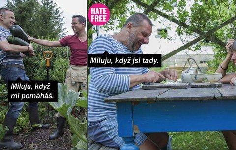 Gayové, heterosexuálové i Arabové spolu nafotili kampaň. Ukazují, že láska je stejná
