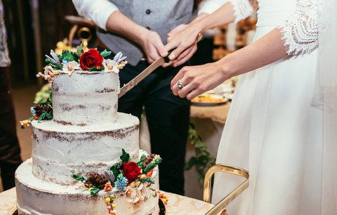 100 let módy: Jak se změnily svatební dorty?