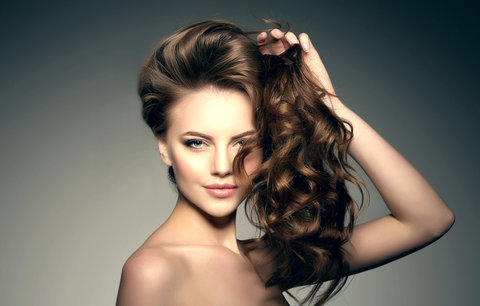 Jak dodat vlasům objem, aby vydržel celý den? Pomůžou vám stylingové přípravky