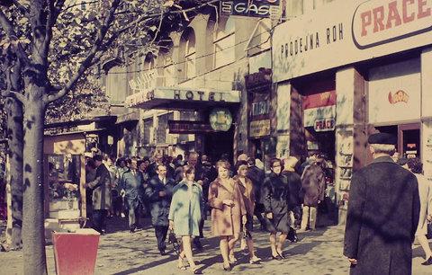Retro fotogalerie Prahy za komunistů. Vzpomenete si, jak se žilo?