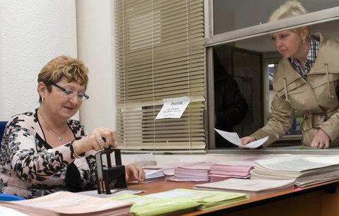 Muži na úřadech šéfují, ženy odvedou většinu práce. Analýza: Nejde o diskriminaci