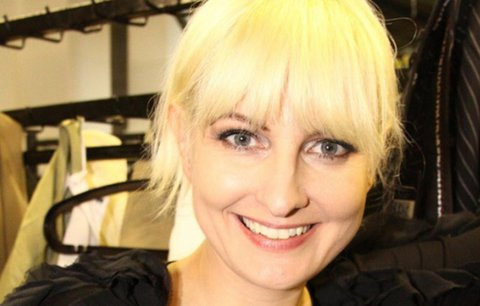 Bára Nesvadbová navrhla svou první módní kolekci: Nejvíce ji potrápily české křivky