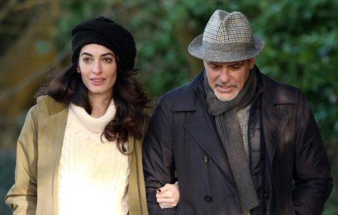 Amal Clooney čeká dvojčata! Které celebrity už je mají? A jak vypadají?