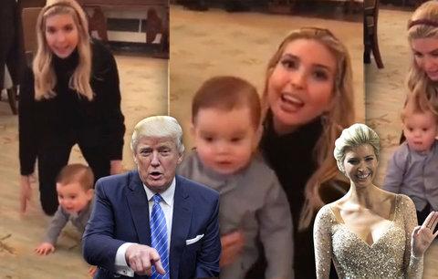 Ivanka Trumpová se zabydluje v Bílém domě: On se hýbe, jásá nad synem, který začal lézt