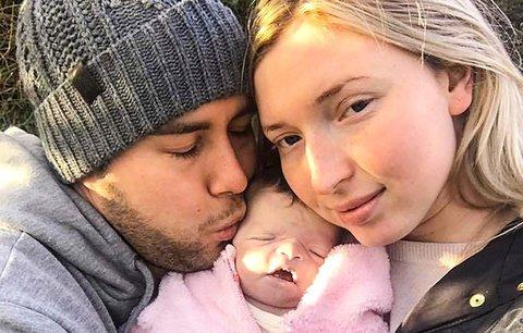Rodiče strávili šestnáct dnů s mrtvým miminkem. Smutné, nebo šílené?