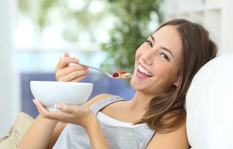 Jak zhubnout bez cvičení, hladovění a jojo efektu? Triky, které fungují