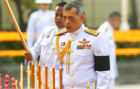 Smutek končí, nového krále korunují v Thajsku během oslav trvajících tři dny