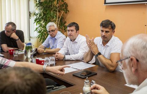 Zimola nebude kandidovat za ČSSD. Zůstaňte, vyzval své věrné z jihu Čech