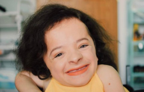 Seznamte se s nejmenší beauty blogerkou, která měří pouhý metr