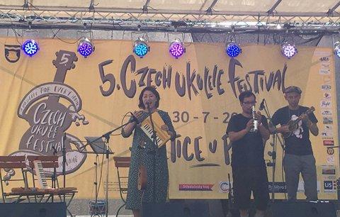 Ukulelisté z Česka míří do pivovaru: Velký sraz v Úněticích ovládnou letos ženy