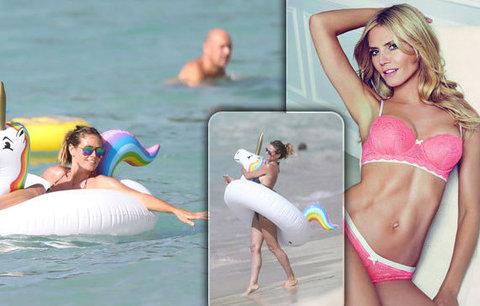 Heidi Klum si osedlala jednorožce ve vlnách Karibiku