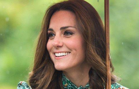 Zpráva dne! Vévodyně Kate a princ William čekají třetí dítě