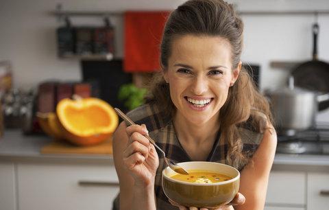 Polévky, po kterých zhubnete! Dietní recepty na celý týden!