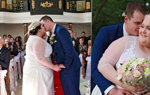 Prostorově výraznější zpěvačka se vdala: Před oltářem skoro neřekla slib!