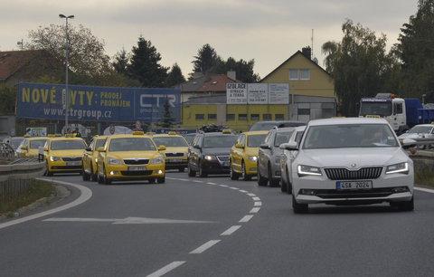 Taxikáři ve středu chystají další protest: Omlouváme se za komplikace, vzkázali lidem