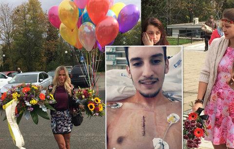 Duhový pohřeb Petra (†24), který bojoval s rakovinou: Přítelkyně přišla v růžovém, kamarádka přinesla balonky