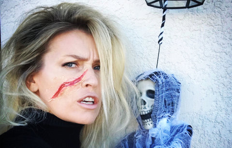 Celebrity na síti: Halloween, Doležalová na mikádo a zásnubní prsten Koblížkové