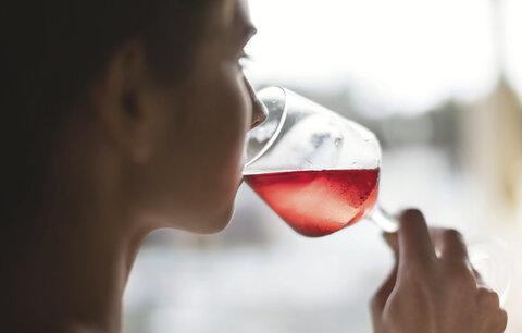 4 známky toho, že to s alkoholem přeháníte! Otestujte se