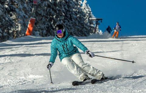 Policie pátrá po lyžaři, který v Rokytnici srazil dítě: Nepomohl mu ani nepřivolal pomoc