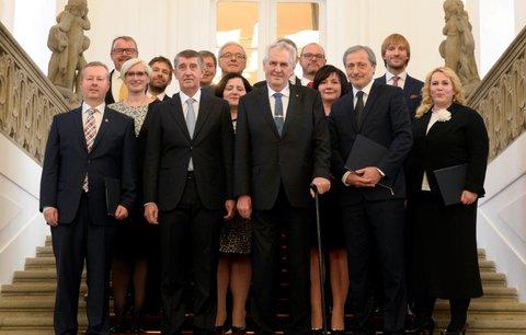 """Důvěra Babišovi, volby se Zemanem a průvan na radnicích: """"Špeky"""" politiky 2018"""