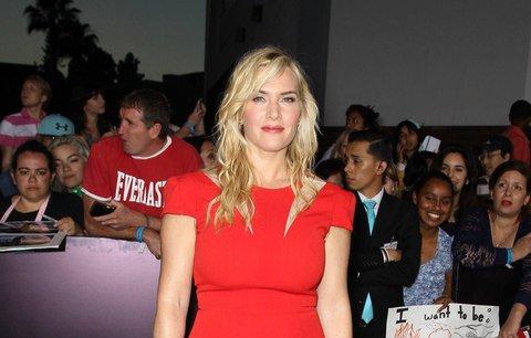 30 celebrit v červené barvě: Kdo je nejvíc sexy?