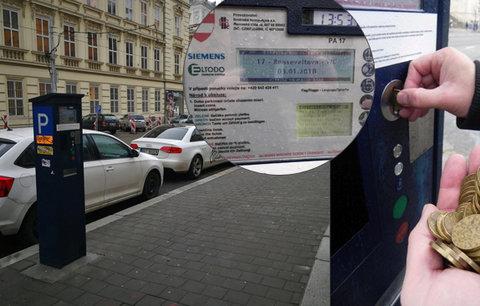 Budete parkovat v Brně? Připravte si půl kila dvacetikorun! Automaty neberou bankovky ani karty