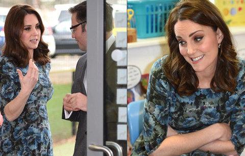 Těhotná vévodkyně Kate pomáhala školáčkům! Proč maskovala bříško?