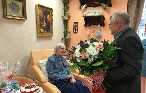 Narodila se za Rakouska-Uherska, nebere léky a miluje dorty: Vlasta z Vršovic oslavila 103 let