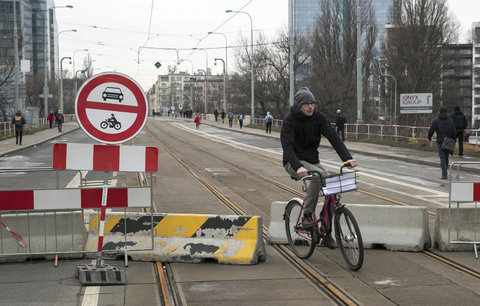 Libeňský most čeká na obnovení veřejné dopravy: Tramvaje po otevření zřejmě ustoupí autobusům