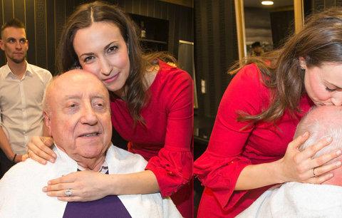 Manžel Dády Patrasové šel s milenkou k holiči: Líbala mu tam pleš