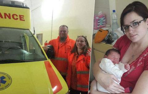 Maminka porodila Elišku v sanitce: Dojatá záchranářka promluvila