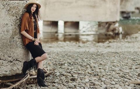 Kovbojský styl frčí: Kupte si kousky s třásněmi nebo stylové boty!