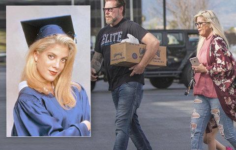 Tohle že je slavná Donna z Beverly Hills? Je oteklá, neupravená a má o dvacet kilo víc