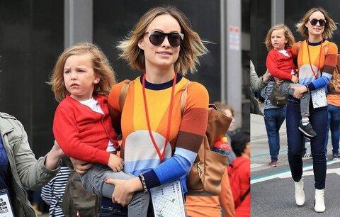 Styl podle celebrit: Olivia Wilde se barev nebojí! Zkuste svetřík jako ona