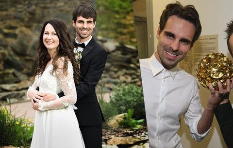 Fešák z kapely Slza se oženil! Takhle to novomanželům seklo ve svatebním