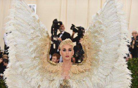 Celebrity se předvedly v úchvatných róbách! Met Gala 2018 ovládla náboženská tématika