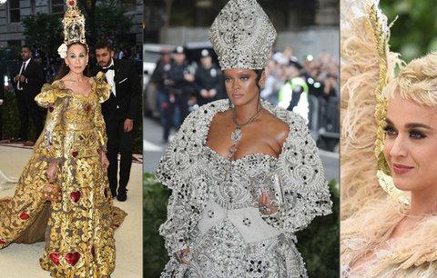 Prapodivné róby na Met Gala: Katy Perry se proměnila v ptáka, z Rihanny byl biskup